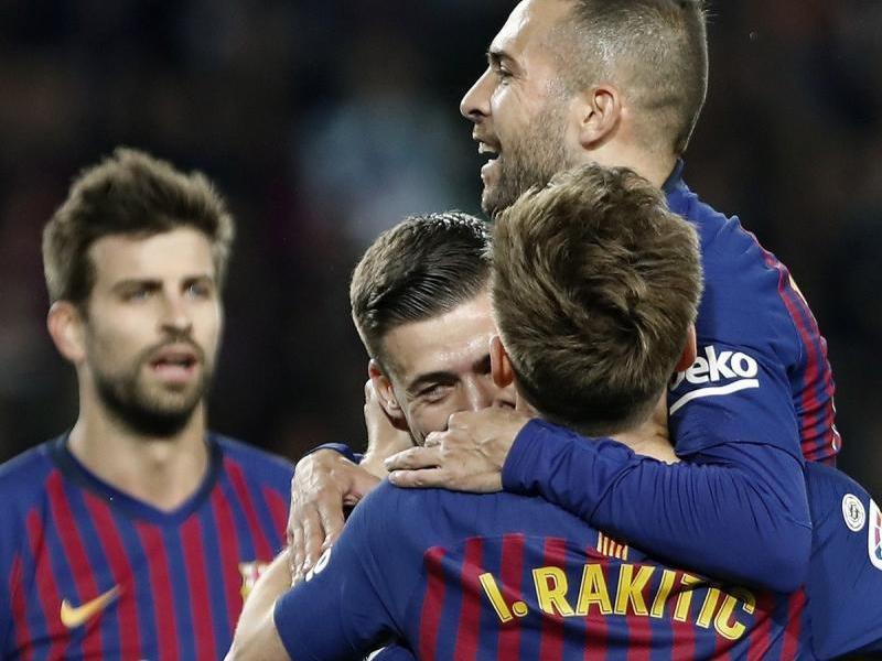 Lenglet celebrant l'1-0 amb Alba i Rakitic