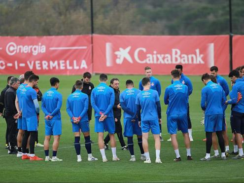 Eusebio alliçonant els seus futbolistes