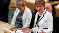 Sturgeon, ministra principal d'Escòcia, anunciant els seus plans per a un segon referèndum, ahir al Parlament d'Edimburg