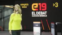 Álvarez de Toledo vestida de groc al plató del debat.