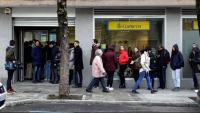Cues ahir per votar per correu en les eleccions de diumenge en una oficina de Correus de Madrid