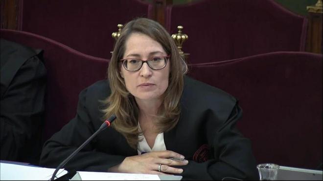 L'advocada de Jordi Cuixart, Marina Roig, ha protestat per la reiteració de preguntes de la fiscalia que un dels testimonis responia dient que no recordava la literalitat de les paraules que s'havien dit