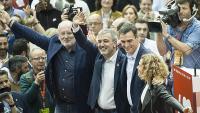 Frans Zimmerman,  Jaume Collboni, Pedro Sánchez i Meritxell Batet saludant els 4.000 assistents abans de l'inici de les intervencions de l'acte central d'ahir a Barcelona
