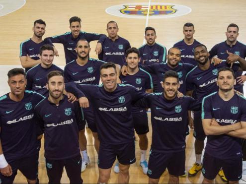 Els jugadors del Barça es van fer una foto de família abans de marxar a Almati