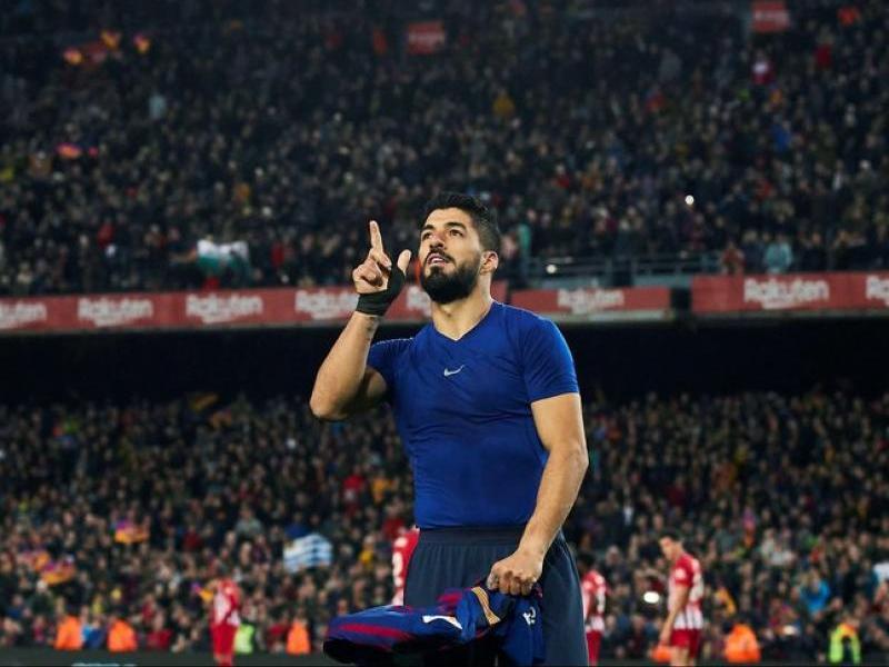 Tres petons, als dits polze, índex i cor. Així celebra Luis Suárez els seus gols