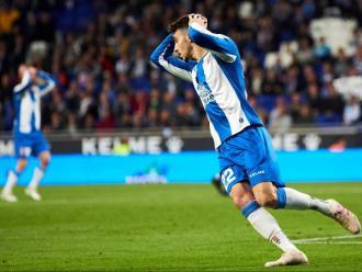 Mario Hermoso es lamenta després de fallar un gol contra el Celta