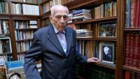 Jordi Bonet, a la seva biblioteca, que també era la del seu pare, arquitecte com ell