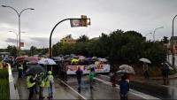 La capçalera de la manifestació antifeixista, que ahir va recórrer els carrers de Verges, on la setmana passada grupuscles feixistes van arrencar llaços grocs i estelades