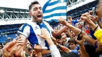 Borja Iglesias eufòric enmig de la multitud després del partit