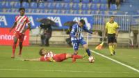 Muniesa intenta frenar Adrián Marín durant el partit d'ahir