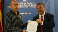 El conseller Bosch amb Lluís Puigdemont, president del Consell, presentant l'acord