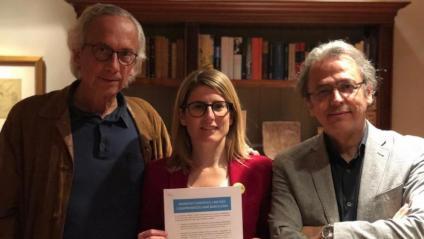Els doctors Bonaventura Clotet i Josep Maria Llovet, amb la candidata Elsa Artadi