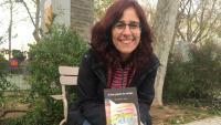 Anna Reyner, amb el seu llibre 'Ja han passat els metges', embrió de l'entitat SOS3, a Palamós
