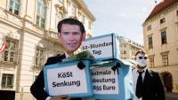 Un activista amb una careta que representa el canceller austríac , Sebastian Kurz, participa en una protesta davant de la seu del govern a Viena, ahir
