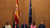 D'esquerra a dreta, Carmen Calvo, Adriana Lastra, Pedro Sánchez, Cristina Narbona i José Luis Ábalos en la reunió del grup parlamentari socialista ahir