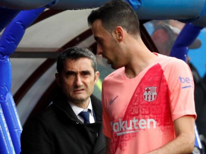El tècnic del Barça a Ipurua al costat de Sergio Busquets