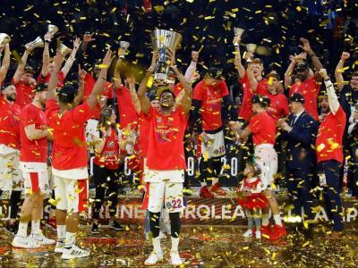 Hines aixeca el preuat trofeu de l'Eurolliga