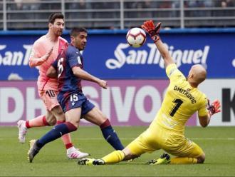 Messi en el moment de marcar el segon gol a Eibar