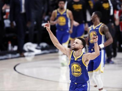 Curry ha signat un triple doble: 37 punts, 13 rebots i 11 assistències