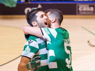 Font celebra abraçat per l'asturià Toni Pérez un dels seus gols en la final