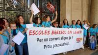 El col·lectiu es va concentrar davant de Foment del Treball, a la Via Laietana, per demanar un conveni digne