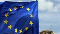 Una bandera de la Unió Europea es veu al davant del temple del Partenó, a Atenes, en una imatge d'arxiu