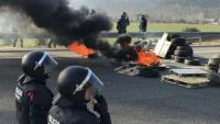Una barricada a l'AP-7 en un acte de protesta