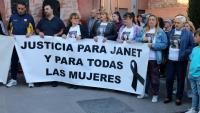 Veïns de Viladecans es van concentrar ahir dimecres davant de l'Ajuntament