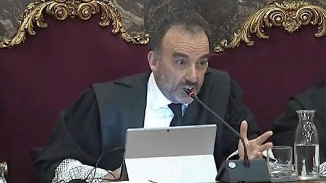 El president del tribunal, Manuel Marchena, ha donat parcialment la raó a les defenses i ha retirat un dels pèrits de la fiscalia d'aquesta tarda