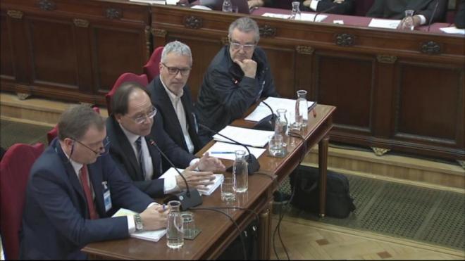 Quatre pèrits, Carlos Javier Irisarri, José Manuel Cámara, Jordi Duatis i Joan Güell, compareixent al Tribunal Suprem per parlar sobre els locals utilitzats l'1-O
