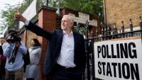 Jeremy Corbyn surt d'un col·legi electoral després de votar a les europees
