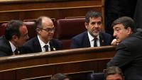 El líder dels nacionalistes bascos al Congrés, Aitor Esteban, conversava dimarts amb els presos polítics de JxCat als seus escons durant la sessió constitutiva de la cambra baixa