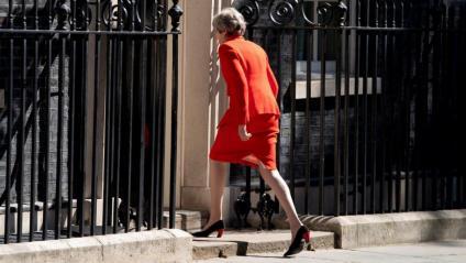 Theresa May entra a la residència oficial del número 10 de Downing Street després d'anunciar la seva dimissió