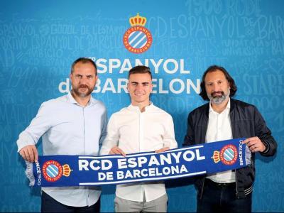 Pedrosa, ahir, al costat del director general esportiu, Òscar Perarnau, i el director de futbol professional, Rufete