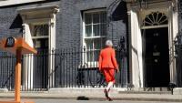 Theresa May, després de fer l'anunci de la seva dimissió ahir, davant del número 10 de Downing Street (Londres)