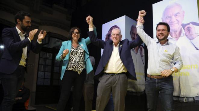 Ernest Maragall, entre Diana Riba i Pere Aragonès, anit a la seu electoral d'Esquerra a Barcelona