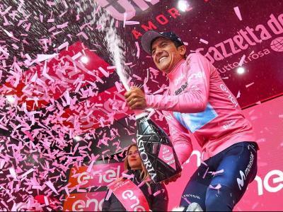 Richard Carapaz , de 26 anys, és el primer equatorià a posar-se el mallot rosa del Giro