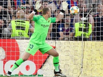 Cillessen en l'acció del gol de Gameiro