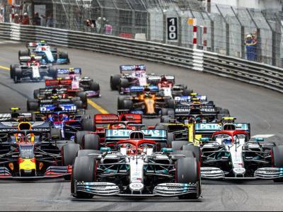 Hamilton, poc després de la sortida.