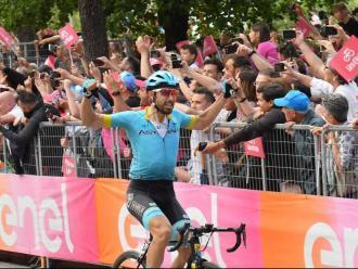 Cataldo guanya a Como i Carapaz i Nibali treuen temps a Roglic