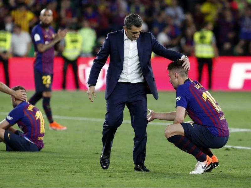 Valverde consola un desolat Lenglet sobre la gespa del Benito Villaramín