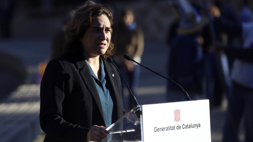 L'alcaldessa de Barcelona, Ada Colau, a l'ofrena