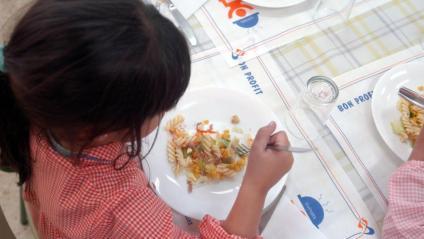 Un de cada tres menors de cinc anys està desnodrit o pateix sobrepès per una dieta inadequada