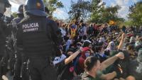 Dotacions dels Mossos d'Esquadra han envoltat els manifestants a l'AP-7 a Sant Gregori abans de fer-los fora i restablir el trànsit