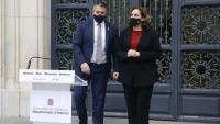 El conseller d'Interior, Miquel Sàmper, i l'alcaldessa de Barcelona, Ada Colau, just abans de fer la roda de premsa al carrer