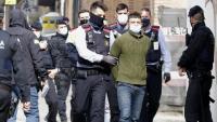 Els Mossos s'emporten un dels detinguts en l'escorcoll que es va fer ahir a Mataró