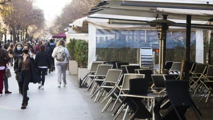 Terrasses recollides a la Rambla Catalunya per la franja horària imposada fins ara
