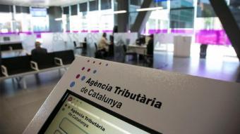 A Catalunya, molts dels deutes contrets pels contribuents amb altres administracions catalanes són gestionats en període executiu per l'Agència Tributària de Catalunya.