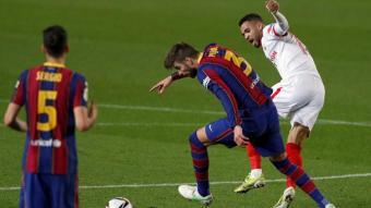 Piqué amb En-Nesyri contra el Sevilla