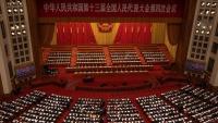 El primer ministre xinès, Li Keqiang, fent el seu discurs en l'obertura de l'Assemblea Popular, ahir al Gran Palau del Poble, a Pequín